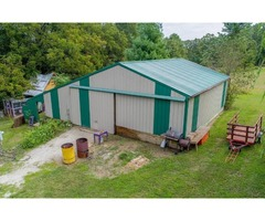 Wheeping Willows, Walking Trails, Seasonal Creek, and the most adorable chicken coop | free-classifieds-usa.com