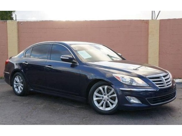 Amazing 2012 Hyundai Genesis 3.8L V6 4 Door Sedan