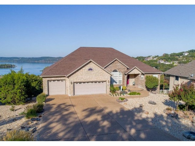 House. Amazing Panoramic Table Rock Lake Views | free-classifieds-usa.com