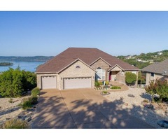 House. Amazing Panoramic Table Rock Lake Views