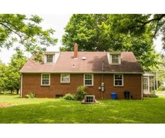 Charming 3br 1ba home on 1 acre w/ beautiful horse farm