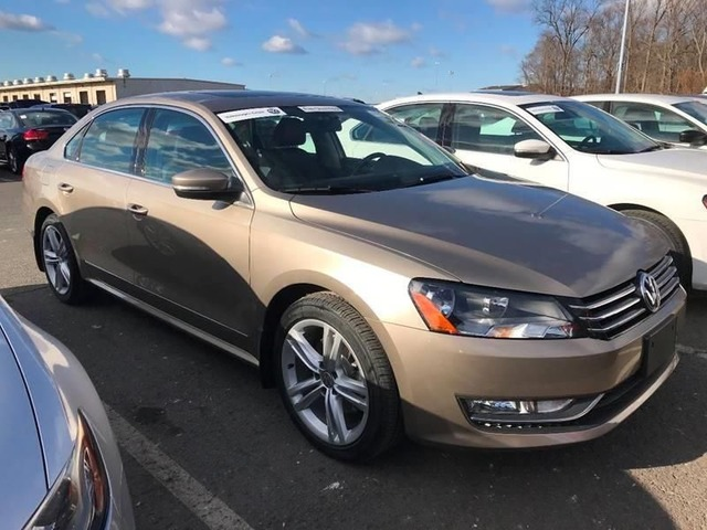 2015 Volkswagen Passat SE PZEV 4dr Sedan 6A w/Sunroof and Navigation For Sale   free-classifieds-usa.com