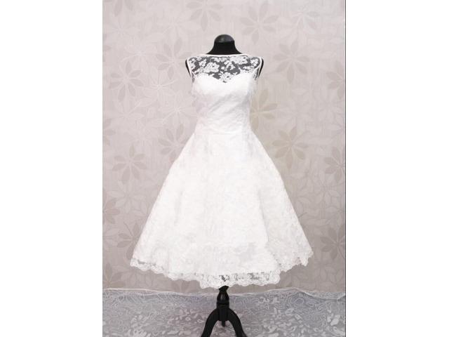 Buttonedlaceshortbeachweddingdress