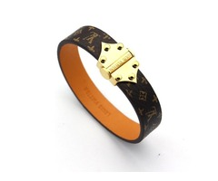 Luxury Style Flower Pattern leather bracelets with Arrow buckle design for women round rivets charm