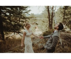 Are you looking for the best Colorado wedding photographers?
