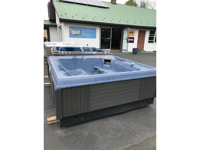 Hot Tub - Reconditioned for sale good condition - price reduced | free-classifieds-usa.com