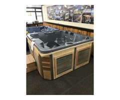 5 person Hot Tub in excellent condition ready for delivery!