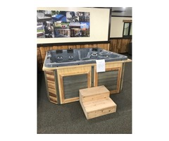 5 person Hot Tub in excellent condition ready for delivery! | free-classifieds-usa.com