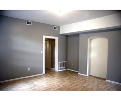 Baltimore's Bolton Hill Large 2BR, Pet Friendly, Parking Included