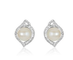 Pearl and Diamond Stud Earrings for an Elegant Appearance