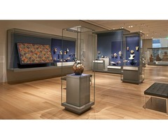 Museum Display Showcases in Glass, Wood and Metal Materials
