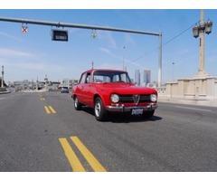 Alfa Romeo: Giulia Ti Sedan