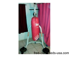 Everlast heavy bag set with stand includes a speedball