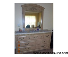 BEDROOM SET 7 PIECES WITHOUT FRAMES AND MATTRESS