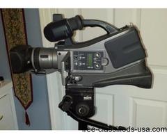 Panasonic comercial video camera/trypod