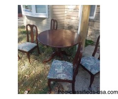 Wood round table. 4 chairs .minor scratches..looks like cherrie