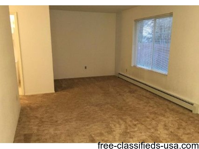Valley 2 bedroom, 1 1/2 baths, once room for infant or office | free-classifieds-usa.com