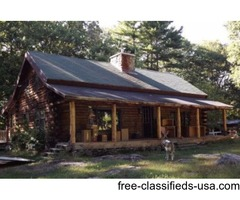 Spacious 3 Bedroom Log Home With Fireplace