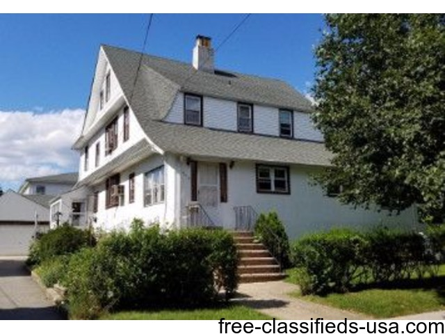 (BOR) Beautiful Legal 4 Family Colonial Features | free-classifieds-usa.com