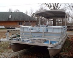 1990 Riviera Cruiser 24 ft Fun Deck. 100 hp Johnson. No trailer