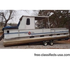 1995 Sun Tracker 30 ft. Party Hut with 120 hp Force. No trailer.