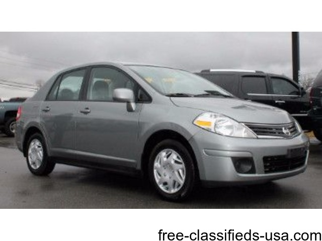 GREAT GAS MILEAGE 2011 Nissan Versa SL CLEAN CAR FAX