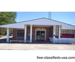 LARGE COMMERCIAL BUILDING FOR LEASE!