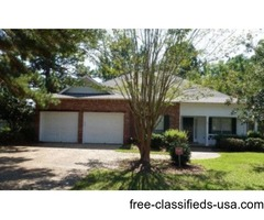 Great home in convenient location in Oak Grove