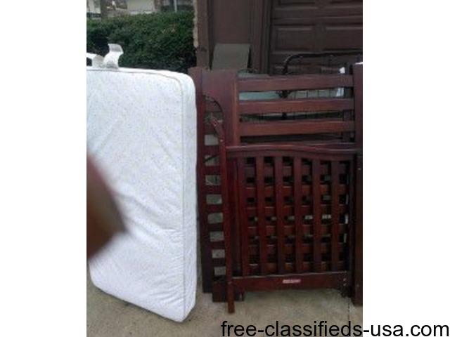Wooden crib and mattress | free-classifieds-usa.com