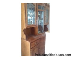 Beautiful China hutch. Great condition. rounded glass
