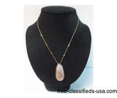 MOTHER OF PEARL OVAL PENDANT GOLD TONE
