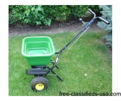 JOHN DEERE PUSH SPREADER