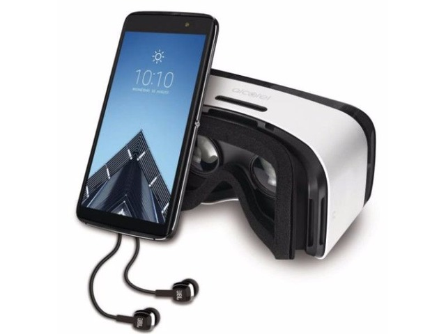 The Alcatel IDOL 4 is the first smartphone + VR goggles package