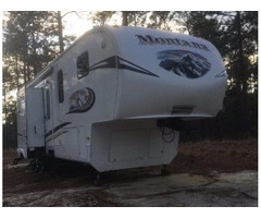 2011 Montana Mountaineer 5th wheel camper