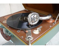 Vintage WIND-UP PORTABLE PHONOGRAPH