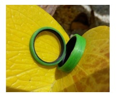 Signal Green Unidirectional Ring with black Carbon Fiber inside