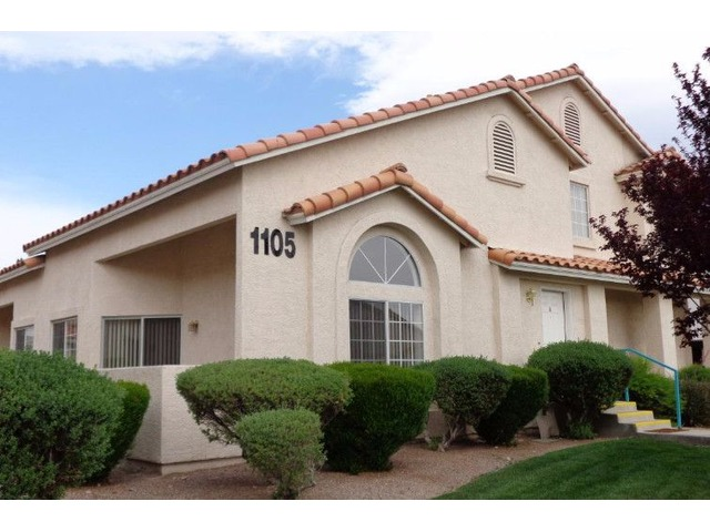 3 Bedroom Townhome With Yard Houses Apartments For Rent Las Vegas Nev