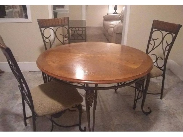Couche Loveseat dining room table Coffee table and inn ...