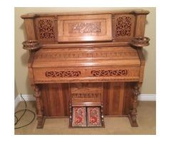 Beautiful working oak antique pump organ