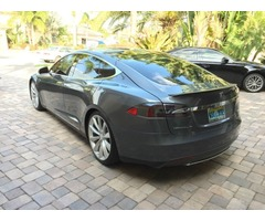 2013 Tesla Model S 4-door coup