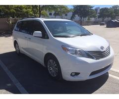 2014 Toyota Sienna XLE Mini Passenger Van 5-Door