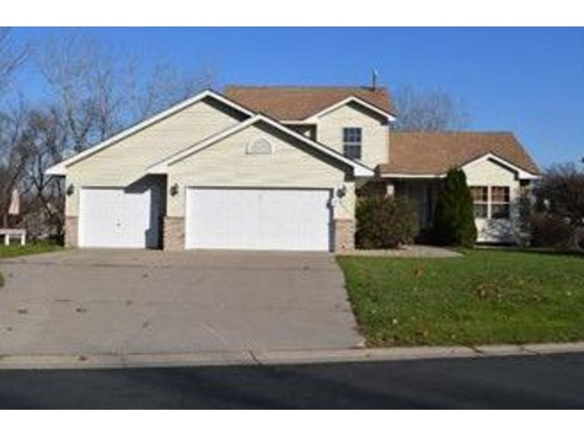 Best deal in Salem Hills Farm! Spacious, modified two-story walkout | free-classifieds-usa.com