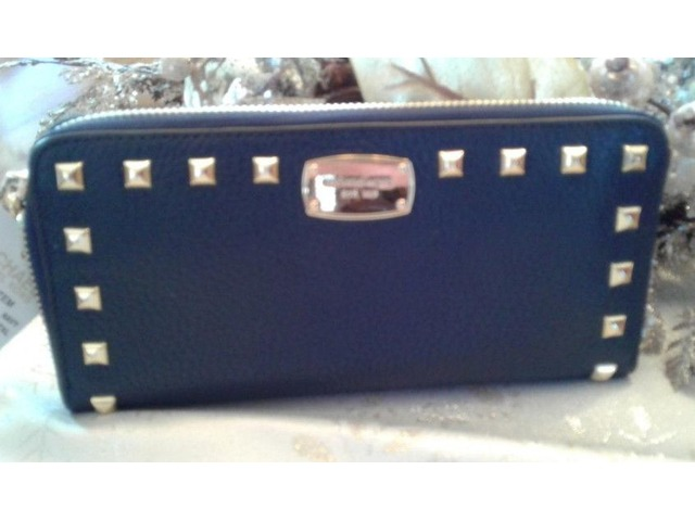 610afcbfb60b MICHAEL KORS HATTIE BOWLING BAG IN NAVY   MK STUDDED WALLET ...