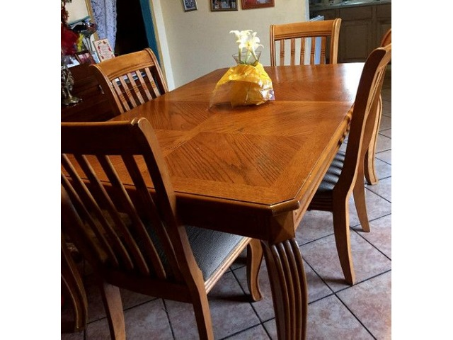 Maple Wood Dining Table With (4)chairs
