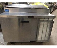 "48"" 1 DOOR SELF CONTAINED REFRIGERATED PIZZA PREP TABLE 4078CC"