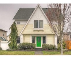 Charming & Comforting Home 5 Bedroom Home!
